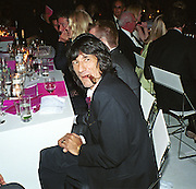ronnie Wood, 30th Aniversary Gala Dinner, Serpentine Gallery.20 June 2000<br />© Copyright Photograph by Dafydd Jones 66 Stockwell Park Rd. London SW9 0DA Tel 020 7733 0108 www.dafjones.com