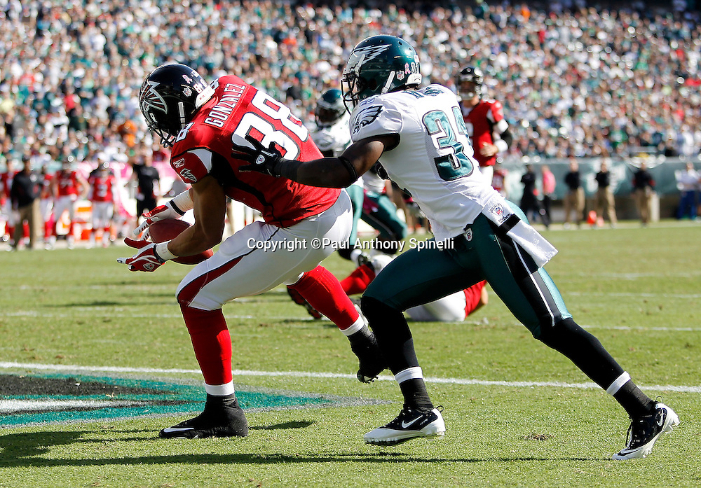 Atlanta Falcons tight end Tony Gonzalez (88) catches a 1 yard second quarter touchdown pass that cuts the Philadelphia Eagles lead to 21-7 while covered by Philadelphia Eagles cornerback Ellis Hobbs (31) during the NFL week 6 football game against the Philadelphia Eagles on Sunday, October 17, 2010 in Philadelphia, Pennsylvania. The Eagles won the game 31-17. (©Paul Anthony Spinelli)