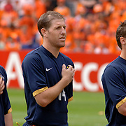 NLD/Rotterdam/20060604 - Vriendschappelijke wedstrijd Nederland - Australie, Jason Culina (5), Scott Chipperfield (14), Luke Wilkshire (20) luisteren met de hand op het hart naar hun volkslied