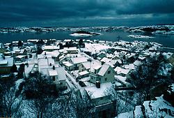 SWEDEN FJALLBACKA JAN04 - General view of dramatic wintery Fjallbacka.. . jre/Photo by Jiri Rezac. . © Jiri Rezac 2004. . Contact: +44 (0) 7050 110 417. Mobile:  +44 (0) 7801 337 683. Office:  +44 (0) 20 8968 9635. . Email:   jiri@jirirezac.com. Web:    www.jirirezac.com.