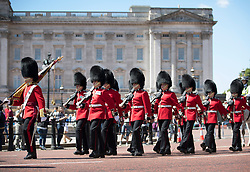 © Licensed to London News Pictures. 22/06/2018.  Members of the 1st Battalion Irish Guards march from Buckingham Palace in warm morning sunshine. Most of the UK is expected to be enjoying high temperatures over the next 7-10 days.  London, UK. Photo credit: Peter Macdiarmid/LNP