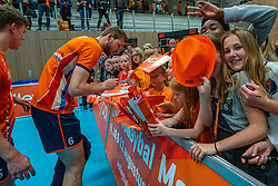 12-06-2019 NED: Golden League Netherlands - Estonia, Hoogeveen<br /> Fifth match poule B - The Netherlands win 3-0 from Estonia in the series of the group stage in the Golden European League / Luuc van der Ent #6 of Netherlands and Dutch fans