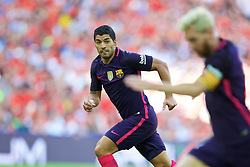 LONDON, ENGLAND - Saturday, August 6, 2016: Barcelona's Luis Suárez in action against Liverpool during the International Champions Cup match at Wembley Stadium. (Pic by David Rawcliffe/Propaganda)