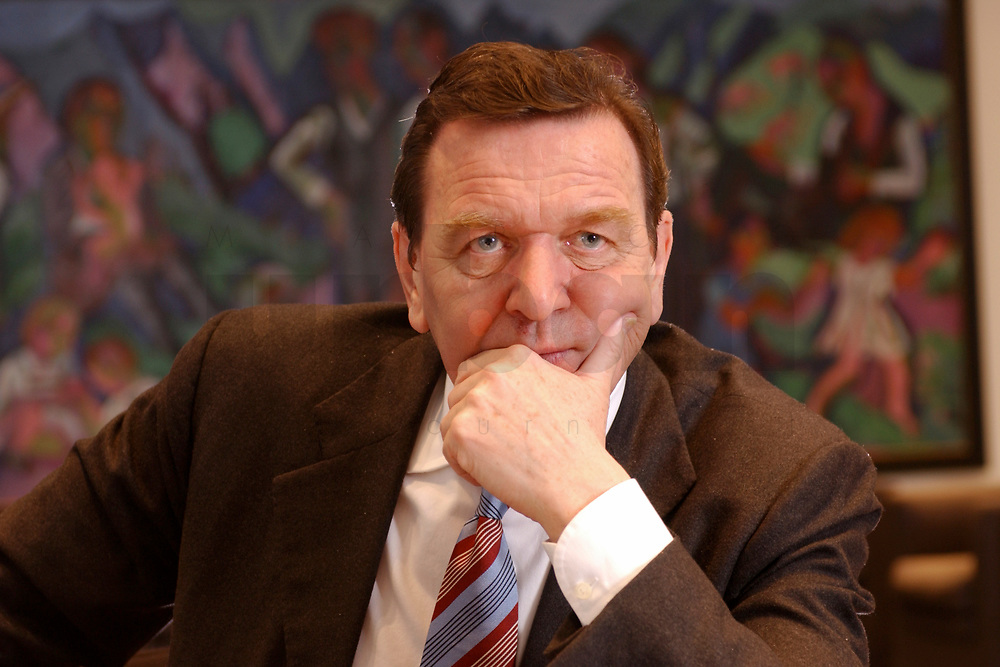 09 JAN 2002, BERLIN/GERMANY:<br /> Gerhard Schroeder, SPD, Bundeskanzler, waehrend einem Interiew, in seinem Buero, Bundeskanzleramt<br /> Gerhard Schroeder, SPD, Federal Chancellor of Germany, during an interview, in his office<br /> IMAGE: 20020109-02-025<br /> KEYWORDS: Gerhard Schröder