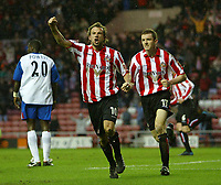 Fotball<br /> FA Cup England 2004/2005<br /> 3. runde<br /> 08.01.2005<br /> Foto: SBI/Digitalsport<br /> NORWAY ONLY<br /> <br /> Sunderland v Crystal Palace<br /> <br /> Sunderland's Marcus Stewart (C) celebrates as his team-mate, Andy Welsh, scores the equaliser.