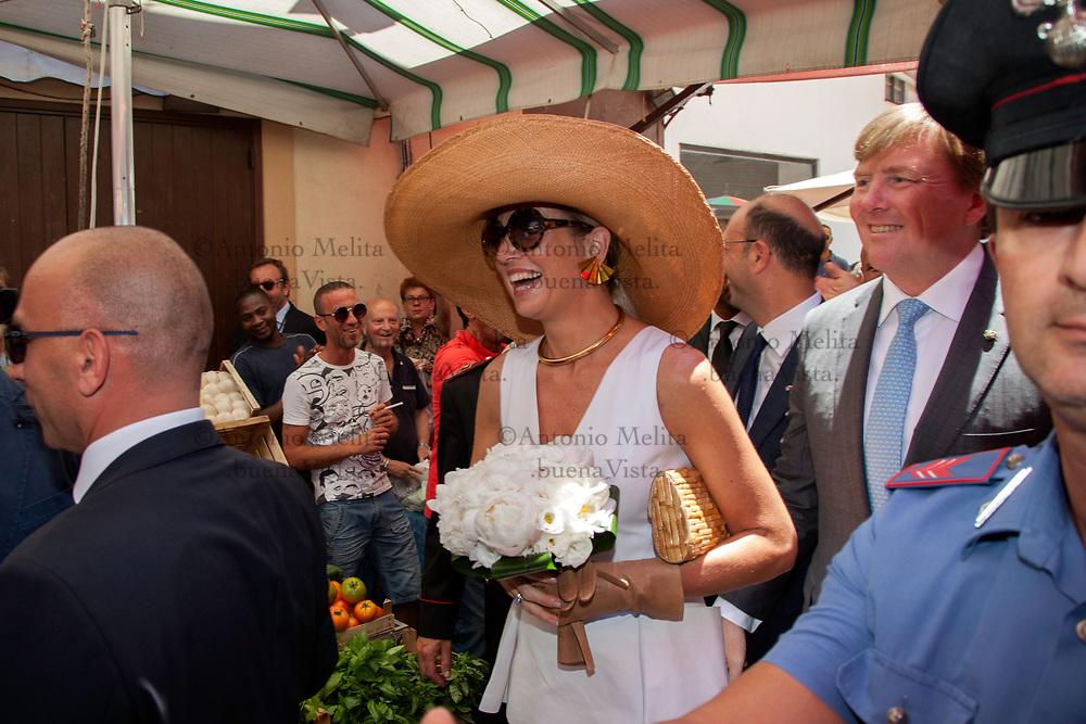 Visita a sorpresa al mercato del Capo di Palermo per i reali olandesi Willem Alexander e Maxima.