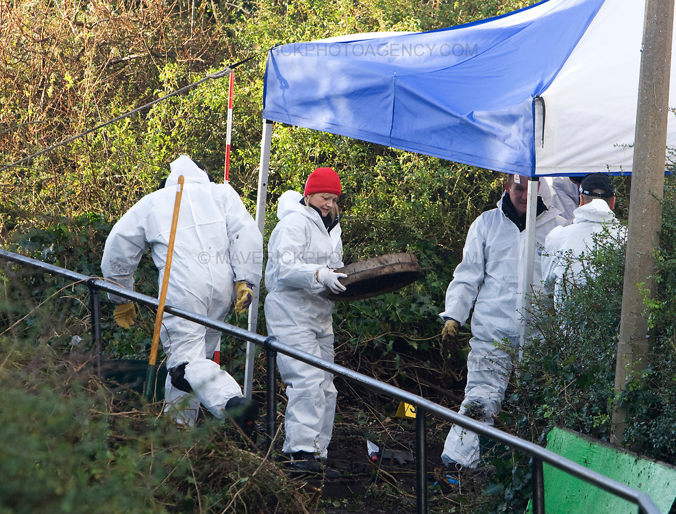 A Police team search undergrowth in the Granton area of Edinburgh after human remains which are thought to be those of Heather Stacey, whose badly decomposed head was found in an Ikea bag on a footpath in Newhaven, Edinburgh. 12/01/09.Picture Michael Hughes/Maverick