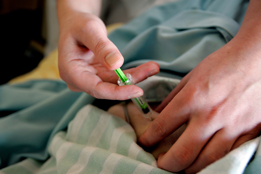 The Hague. Hospital. MCH. Medisch Centrum Haaglanden. Injection..Photo: Gerrit de Heus