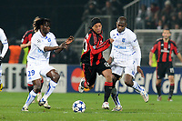 FOOTBALL - CHAMPIONS LEAGUE 2010/2011 - GROUP STAGE - GROUP G - AJ AUXERRE v MILAN AC - 23/11/2010 - PHOTO JEAN MARIE HERVIO / DPPI - RONALDINHO (MIL) / DELVIN NDINGA / ADAMA COULIBALY (AJA)