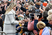 Koning Willem-Alexander en koningin Maxima bij basisschool De Vijfmaster tijdens de jaarlijkse Koningsspelen. //// King Willem-Alexander and Queen Maxima at elementary school De Fivemaster during the annual Royal Games.<br /> <br /> Op de foto / On the photo:  Koningin Maxima / Queen Maxima