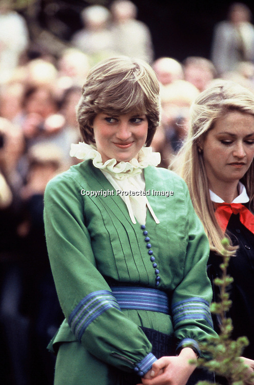 ROMSEY - MAY 01:  Lady Diana Spencer visits Broadlands, home of Lord and Lady Romsey, shortly before her marriage to The Prince of Wales on May 01, 1981 in Romsey, England. (Photo by Anwar Hussein/Getty Images) *** Local Caption *** Diana Spencer