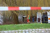 Mannheim. 28.01.18   <br /> Vogelstang. Unterer Vogelstangsee. Im n&ouml;rdlichen Uferbereich des Sees ist eine Leiche gefunden worden. Die Kriminalpolizei und Einsatzkr&auml;fte der DLRG bergen den Leichnam und decken diesen mit Folie ab.<br /> Eine Leiche ist am Sonntag am Mannheimer Vogelstangsee gefunden worden. Das hat die Polizei auf Anfrage best&auml;tigt. Einsatzkr&auml;fte sind zurzeit vor Ort<br /> Bild: Markus Prosswitz 28JAN18 / masterpress (Bild ist honorarpflichtig - No Model Release!) <br /> BILD- ID 06962  