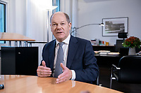 21 NOV 2018, BERLIN/GERMANY:<br /> Olaf Scholz, SPD, Bundesfinanzminister, waehrend einem Interview, in seinem Buero, Bundesministerium der Finanzen<br /> IMAGE: 20181121-01-014<br /> KEYWORDS: B&uuml;ro