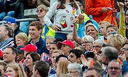 08-07-2016 NED: European Athletics Championships day 3, Amsterdam<br /> Bas van de Goor met familie op de tribune