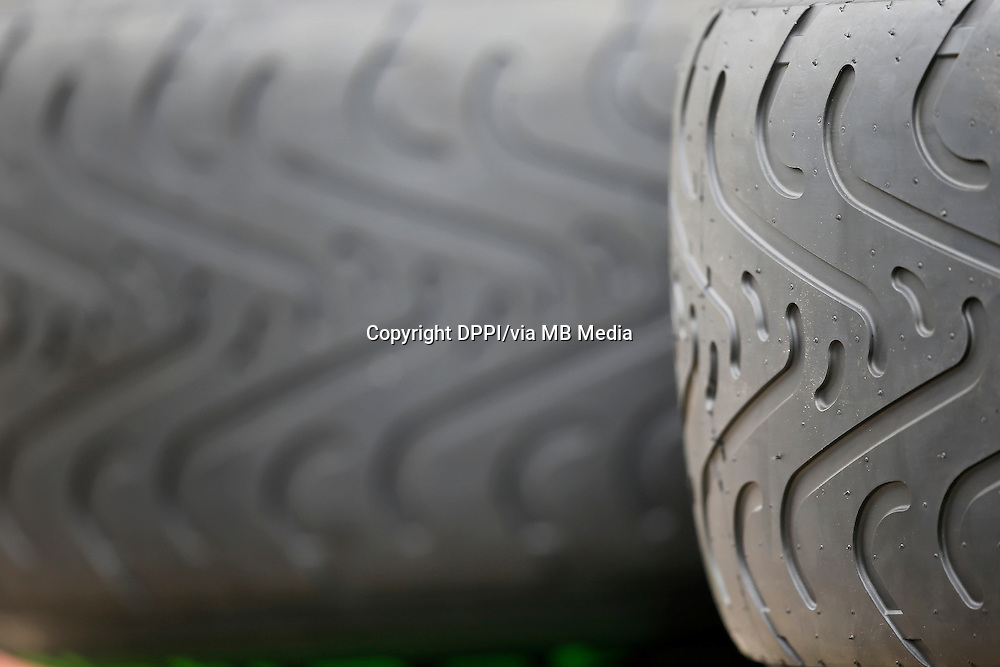 MOTORSPORT - F1 2013 - BRITISH GRAND PRIX - GRAND PRIX D'ANGLETERRE - SILVERSTONE (GBR) - 28 TO 30/06/2013 - PHOTO : ALEXANDRE GUILLAUMOT / DPPI - PIRELLI - AMBIANCE