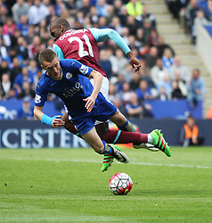 Jamie Vardy of Leicester City (L) appears to dive before being sent off - Mandatory by-line: Jack Phillips/JMP - 17/04/2016 - FOOTBALL - King Power Stadium - Leicester, England - Leicester City v West Ham United - Barclays Premier League