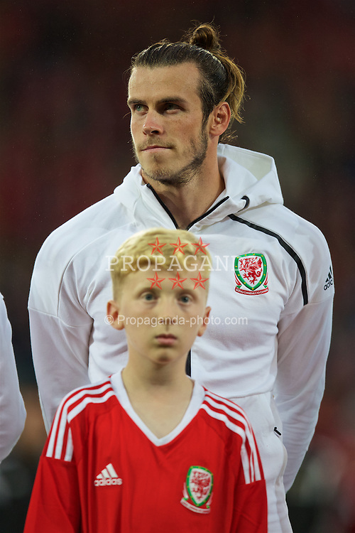 CARDIFF, WALES - Monday, September 5, 2016: Wales' Gareth Bale lines-up before the 2018 FIFA World Cup Qualifying Group D match against Moldova at the Cardiff City Stadium. (Pic by David Rawcliffe/Propaganda)