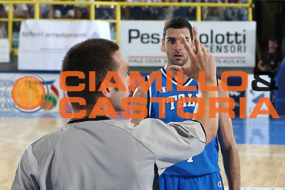 DESCRIZIONE : Cagliari Eurobasket Men 2009 Additional Qualifying Round Italia Francia<br /> GIOCATORE : Matteo Soragna<br /> SQUADRA : Italy Italia Nazionale Maschile<br /> EVENTO : Eurobasket Men 2009 Additional Qualifying Round <br /> GARA : Italia Francia Italy France<br /> DATA : 05/08/2009 <br /> CATEGORIA : curiosita ritratto<br /> SPORT : Pallacanestro <br /> AUTORE : Agenzia Ciamillo-Castoria/C.De Massis
