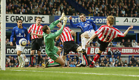 Photo: Aidan Ellis.<br /> Everton v Sunderland. The Barclays Premiership. 01/04/2006.<br /> Everton's James McFadden scores the second goal