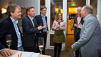 Nieuwegein- contactondertekening De Boer Constructures (Marc van Raaij, accountmanager bij De Boer) met Erik Gerritsen (dir. KNHB). Joost Vettorato , Haro Valkenburg,  COPYRIGHT KOEN SUYK