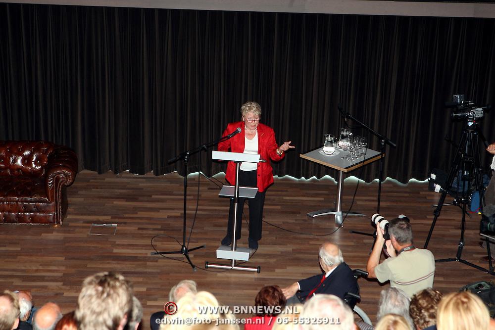 NLD/Hilversum/20070817 - Straten rond het Mediapark Hilversum vernoemd, Yoka Berretty zingend
