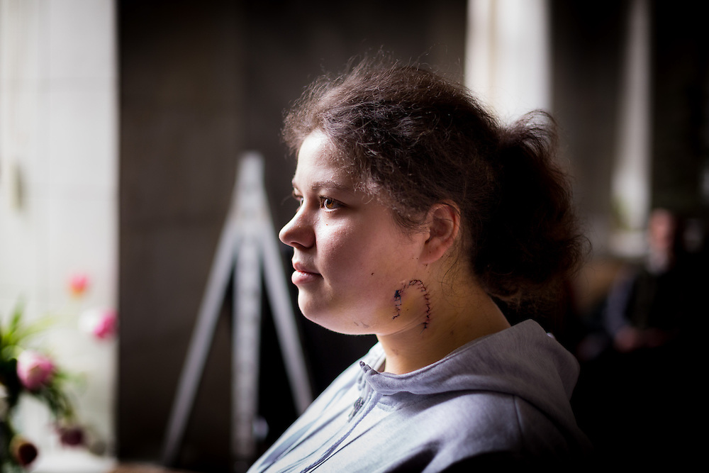 "A portrait of Olesya on which we can see the wound on her neck. ""I saw the blood, I understood it was my neck, I thought it was the end"" she told during the interview."