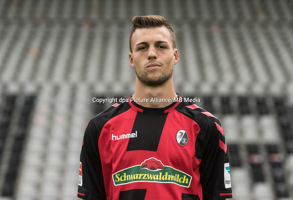 German Bundesliga - Season 2016/17 - Photocall SC Freiburg on 5 August 2016 in Freiburg, Germany: Jonas Meffert. Photo: Patrick Seeger/dpa   usage worldwide
