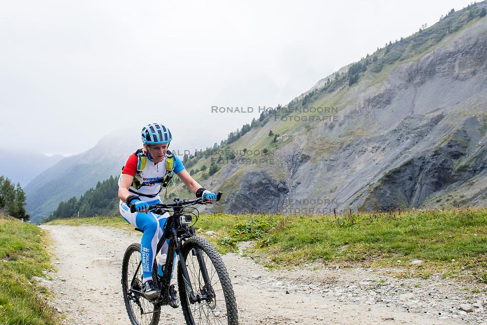 13-09-2017 FRA: BvdGF Tour du Mont Blanc day 4, Trient<br /> Van Chamonix naar Trient. <br /> Maartje