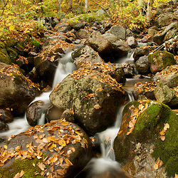 Spring water. Water fall shot with slow shutter speed in autumn. Photographe: Marc Lapointe, Sainte-Thérèse, Blainville, Québec