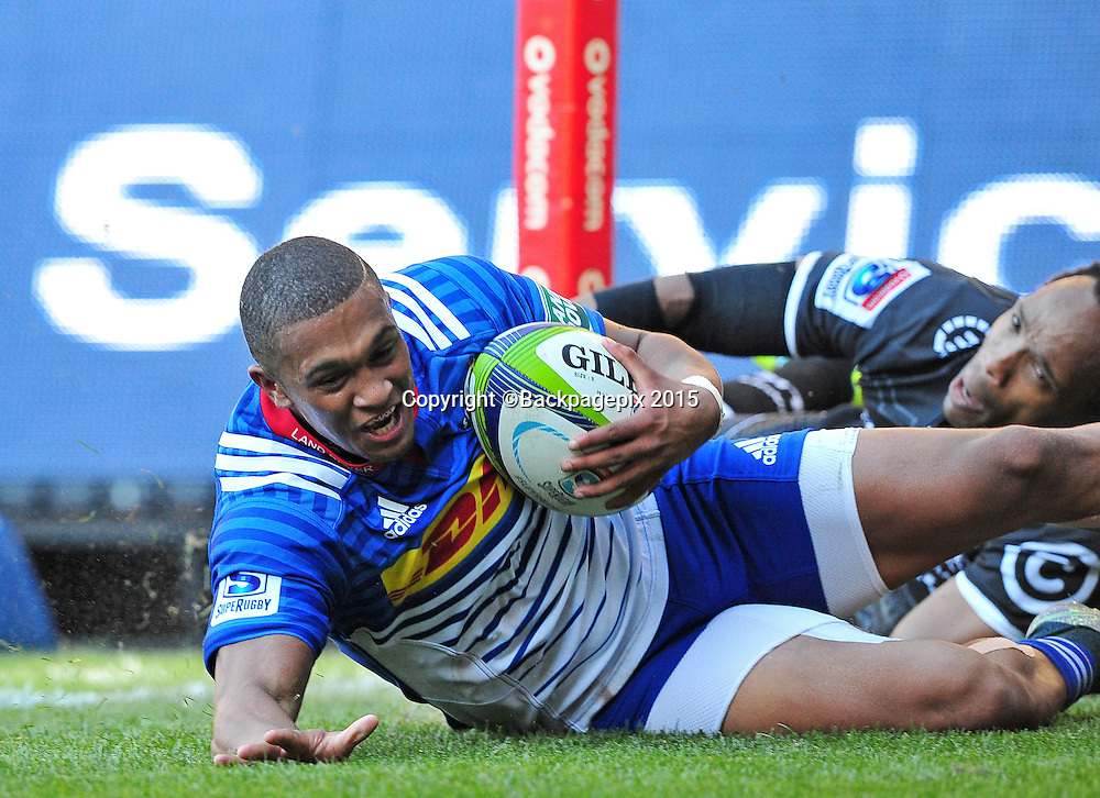 Leolin Zas of the Stormers scores in the corner as Odwa Ndungane of the Sharks attempts to stop him during the 2016 Super Rugby match between the Stormers and the Sharks at Newlands Stadium, Cape Town on 12 March 2016 ©Ryan Wilkisky/BackpagePix