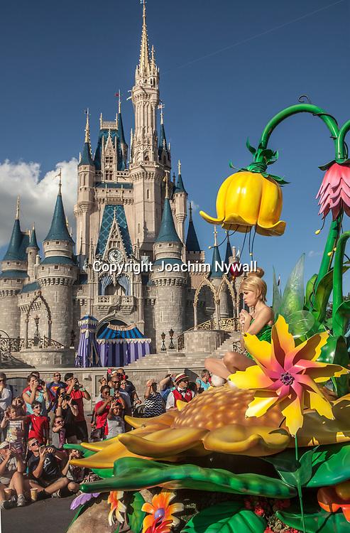 20151116 Orlando Florida USA <br /> Magic Kingdom Disneyworld<br /> Main street parade framf&ouml;r Askungens slott<br /> Tingelin<br /> <br /> <br /> <br /> FOTO : JOACHIM NYWALL KOD 0708840825_1<br /> COPYRIGHT JOACHIM NYWALL<br /> <br /> ***BETALBILD***<br /> Redovisas till <br /> NYWALL MEDIA AB<br /> Strandgatan 30<br /> 461 31 Trollh&auml;ttan<br /> Prislista enl BLF , om inget annat avtalas.