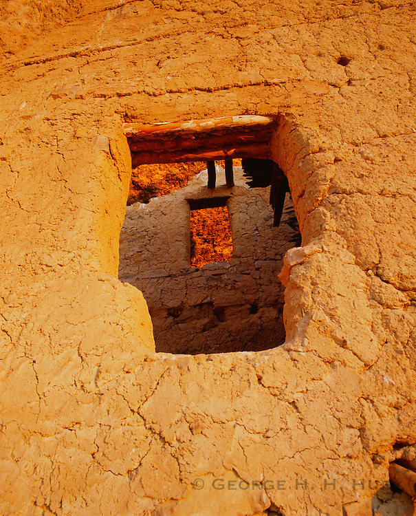 0117-1114 ~ Copyright: George H. H. Huey ~ Cliff dwelling at the upper pueblo ruin built and occupied by Salado culture people in the 14th century. Tonto National Monument, Arizona.