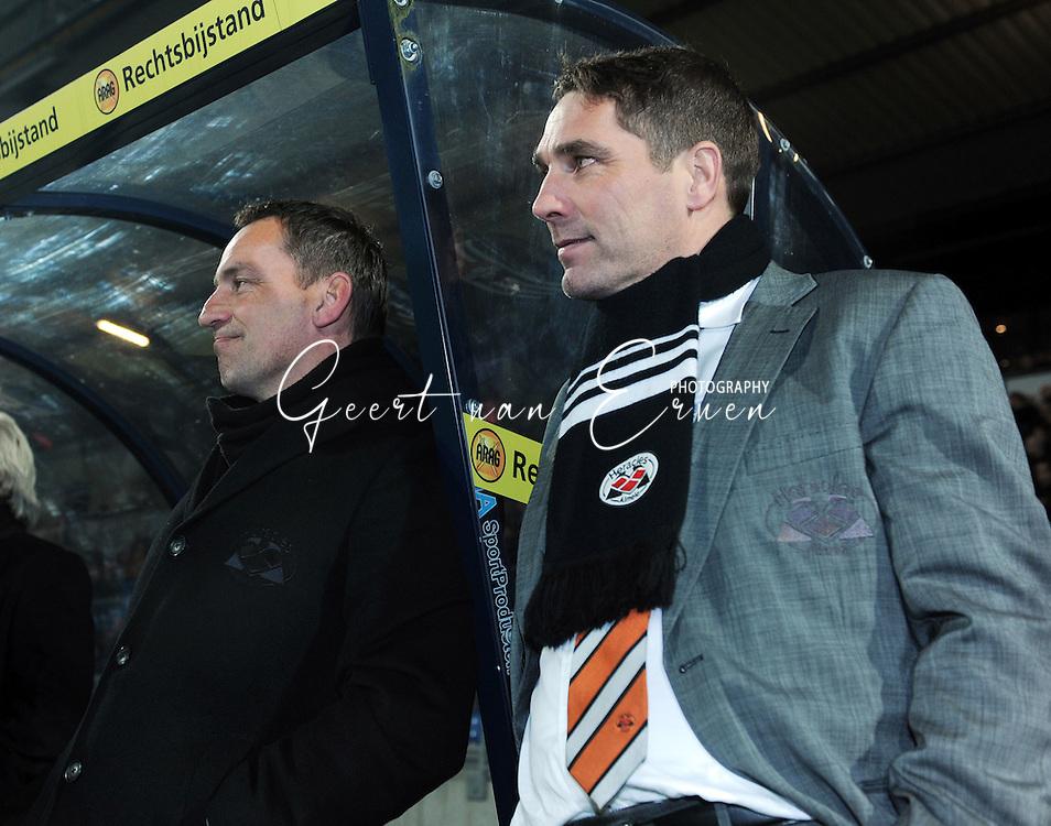 28-02-2009 Voetbal:Willem II:Heracles Almelo:Tilburg<br /> Kat in bakkie na de 0-3, trainer Gert Heerkes (L) en Hendirie Kruzen (R)<br /> Foto: Geert van Erven