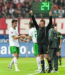 08.04.2011, Commerzbank-Arena, Frankfurt, GER, 1. FBL, Eintracht Frankfurt vs Werder Bremen, im Bild Denni Avdic (Bremen #9) muss verletungsbdeingt ausgewechselt werden. Fuer ihn kommt Claudio Pizarro (Bremen #24), EXPA Pictures © 2011, PhotoCredit: EXPA/ nph/  Roth       ****** out of GER / SWE / CRO  / BEL ******