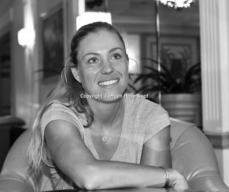 Tennis Profi Angelique Kerber (GER),Einzelbild,<br /> Halbkoerper,Querformat,Schwarzweiss