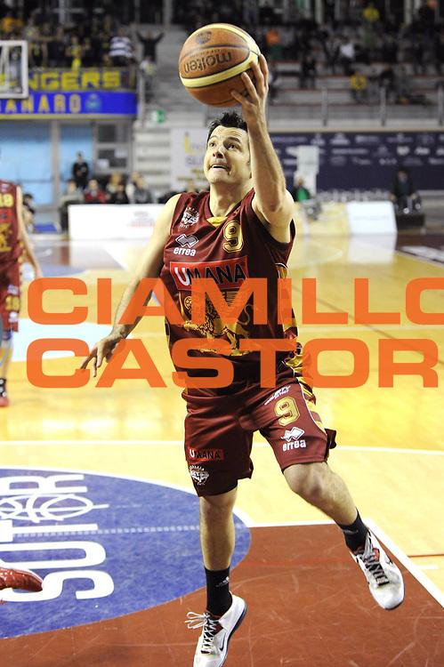DESCRIZIONE : Ancona Lega A 2012-13 Sutor Montegranaro Umana Venezia<br /> GIOCATORE : Ivan Zoroski<br /> CATEGORIA : tiro penetrazione<br /> SQUADRA : Sutor Montegranaro Umana Venezia<br /> EVENTO : Campionato Lega A 2012-2013 <br /> GARA : Sutor Montegranaro Juve Caserta<br /> DATA : 03/03/2013<br /> SPORT : Pallacanestro <br /> AUTORE : Agenzia Ciamillo-Castoria/C.De Massis<br /> Galleria : Lega Basket A 2012-2013  <br /> Fotonotizia : Pesaro Lega A 2012-13 Sutor Montegranaro Umana Venezia<br /> Predefinita :