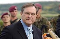 07 JUN 2006, MERZIG/GERMANY:<br /> Franz Josef Jung, CDU, Bundesverteidigungsminister, waehrend einer Pressekonferenz, im Rahmen eines  Truppenbesuchs beim Luftlandeunterstuetzungsbataillon 262 - das Bataillon gehoert zur Luftlandebrigade 26, die am Einsatz der Bundeswehr im Rahmen der EU Mission EUFOR RD Congo teilnehmen wird - Truppenuebungsplatz<br /> IMAGE: 20060607-01-057<br /> KEYWORDS: Mikrofon, microphone, Soldat, Soldaten
