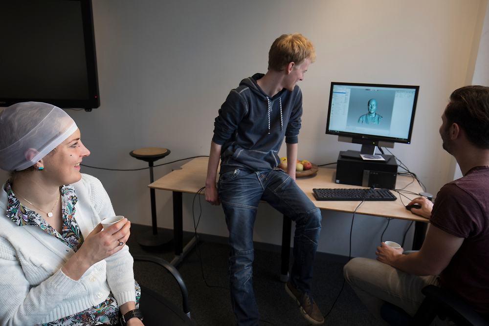 In Delft wordt bij de faculteit Industrieel Ontwerpen een 3D scan gemaakt van de nieuwe rijdster Lieke de Cock. In september wil het Human Power Team Delft en Amsterdam, dat bestaat uit studenten van de TU Delft en de VU Amsterdam, tijdens de World Human Powered Speed Challenge in Nevada een poging doen het wereldrecord snelfietsen voor vrouwen te verbreken met de VeloX 8, een gestroomlijnde ligfiets. Het record is met 121,81 km/h sinds 2010 in handen van de Francaise Barbara Buatois. De Canadees Todd Reichert is de snelste man met 144,17 km/h sinds 2016.<br />