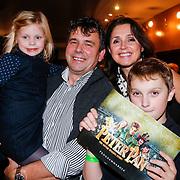 BEL/Brussel/20121223 - Belgische premiere musical Peter Pan, Wendy van Wanten met partner Frans Vancoppenolle, zoon en dochter