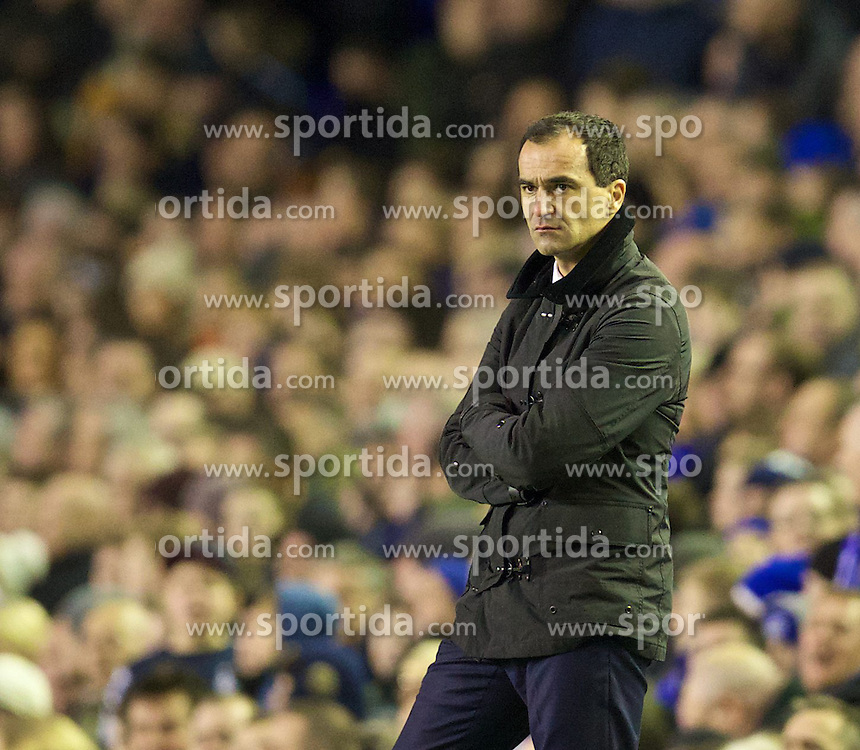 04.01.2014, Goodison Park, Liverpool, ENG, FA Cup, FC Everton vs Queens Park Rangers, 3. Runde, im Bild Everton's manager Roberto Martinez gives Nikica Jelavic, filthy look after he missed, penalty against Queens Park Rangers // during the English FA Cup 3rd round match between Everton FC and Queens Park Rangers at the Goodison Park in Liverpool, Great Britain on 2014/01/04. EXPA Pictures &copy; 2014, PhotoCredit: EXPA/ Propagandaphoto/ David Rawcliffe<br /> <br /> *****ATTENTION - OUT of ENG, GBR*****