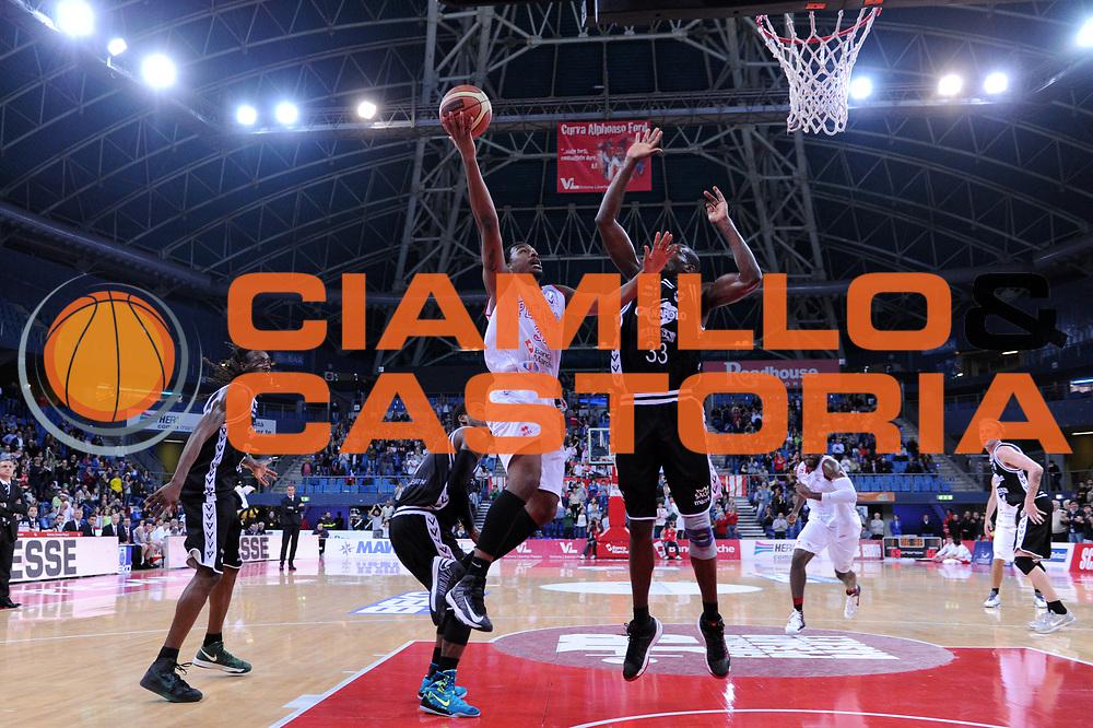 DESCRIZIONE : Pesaro Lega A 2013-14 VL Pesaro Granarolo Bologna<br /> GIOCATORE : Elston Turner<br /> CATEGORIA : tiro three points ultimo time decisivo scelta<br /> SQUADRA : VL Pesaro Granarolo Bologna<br /> EVENTO : Campionato Lega A 2013-2014<br /> GARA : VL Pesaro Granarolo Bologna<br /> DATA : 27/04/2014<br /> SPORT : Pallacanestro <br /> AUTORE : Agenzia Ciamillo-Castoria/C.De Massis<br /> Galleria : Lega Basket A 2013-2014  <br /> Fotonotizia : Pesaro Lega A 2013-14 VL Pesaro Granarolo Bologna<br /> Predefinita :