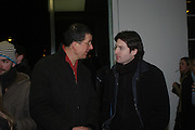 Anthony Gormley and Andrew Gwilliams. Chemical Life Support opening, White Cube. 3 March 2005. ONE TIME USE ONLY - DO NOT ARCHIVE  © Copyright Photograph by Dafydd Jones 66 Stockwell Park Rd. London SW9 0DA Tel 020 7733 0108 www.dafjones.com