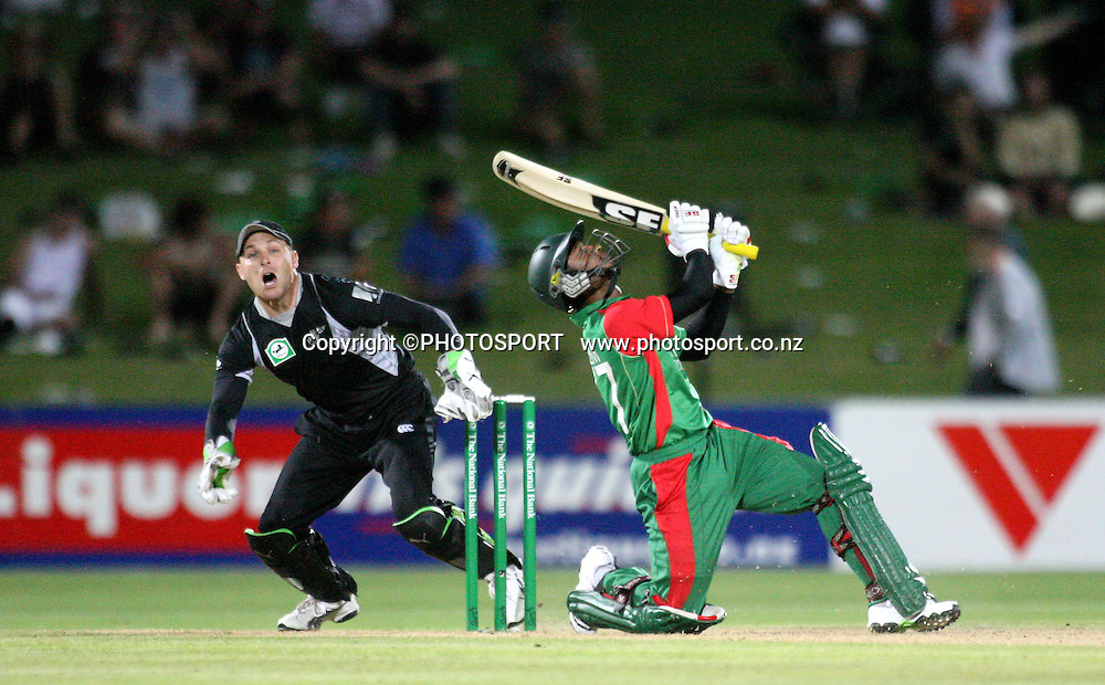 Brendon McCullum watches the fligh of the ball before he takes a catch to dimiss Naeem Islam. New Zealand Black Caps v Bangladesh. 1st ODI. McLean Park, Napier. Friday 05 February 2010  Photo: John Cowpland/PHOTOSPORT