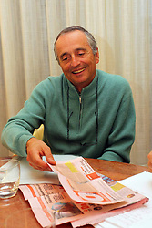 IL PROFESSOR MICHELE FERRARI, MEDICO CHE HA COLLABORATO CON LANCE ARMSTRONG E ALEX SCHWAZER, INTERVISTATO NELLO STUDIO DEL SUO AVVOCATO GUARDA LA GAZZETTA .FERRARA 04-11-2012.FOTO FILIPPO RUBIN