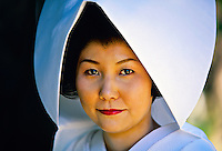 Japanese Bride in traditional Shinto wedding dress, Shrine Garden, Heian-Jingu (shrine), Kyoto, Japan