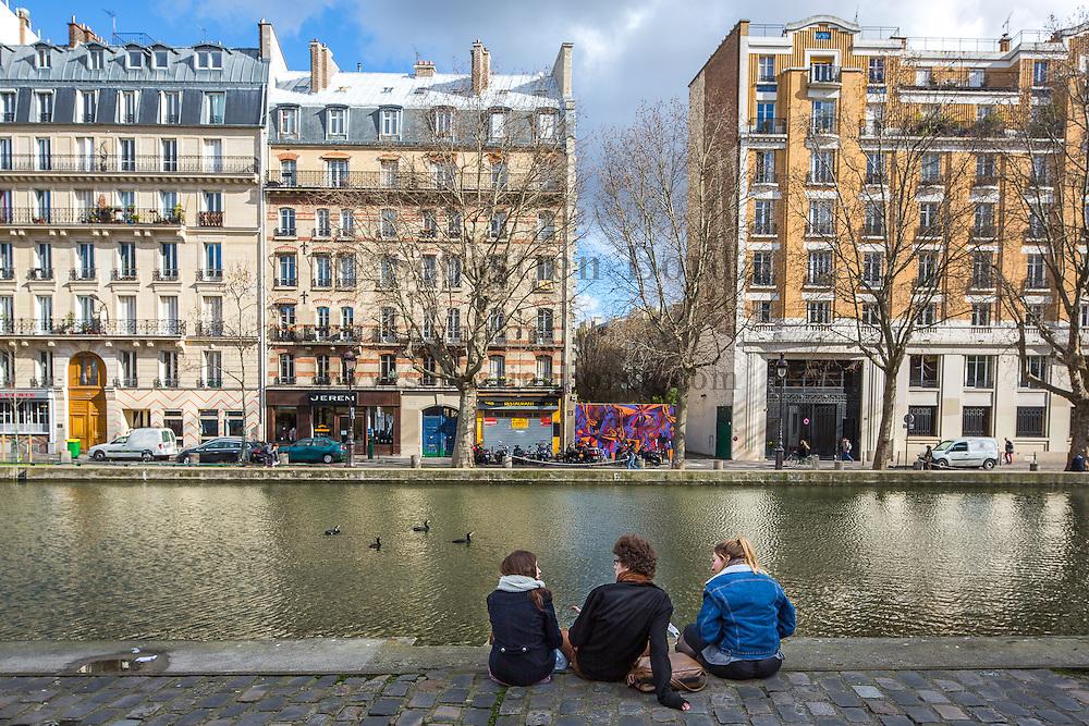 Berges du canal Sant-Martin. Paris, France // Canal Saint Martin. Paris, France