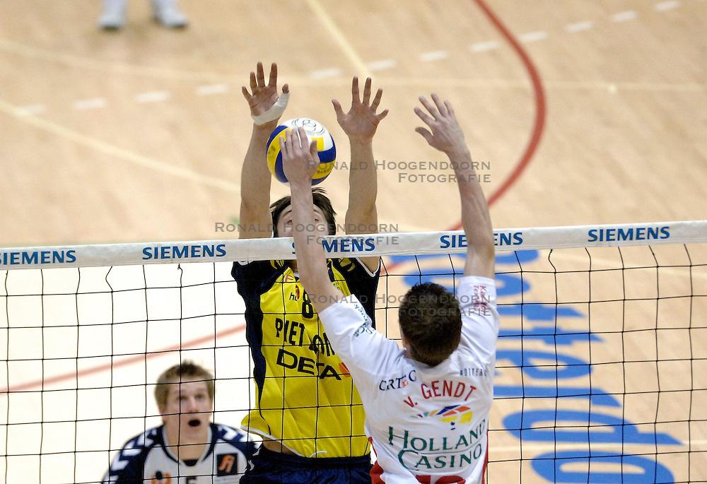 04-03-2006 VOLLEYBAL: FINAL 4 HEREN: PIET ZOOMERS D - ORTEC NESSELANDE: ROTTERDAM<br /> In een mooie halve finale werd Piet Zoomers D met 3-1 verslagen door Ortec Nesselande / Eerik Jago<br /> Copyrights 2006 WWW.FOTOHOOGENDOORN.NL