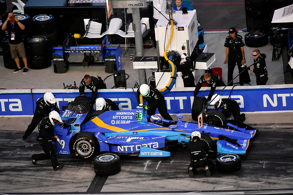 Verizon IndyCar Series<br /> Desert Diamond West Valley Phoenix Grand Prix<br /> Phoenix Raceway, Avondale, AZ USA<br /> Saturday 29 April 2017<br /> Scott Dixon, Chip Ganassi Racing Teams Honda pit stop<br /> World Copyright: Scott R LePage<br /> LAT Images<br /> ref: Digital Image lepage-170429-phx-3481