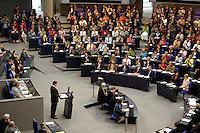 01 JUL 2005, BERLIN/GERMANY:<br /> Uebersicht SPD fraktion, waehrend der Rede von Gerhard Schroeder, SPD, Bundeskanzler, Bundestagsdebatte zum Antrag des Bundeskanzlers gem. Artikel 68 Grundgesetz, Stellung der Vertrauensfrage, Plenum, Deutscher Bundestag<br /> IMAGE: 20050701-02-048<br /> KEYWORDS: Übersicht, Gerhard Schröder, voll