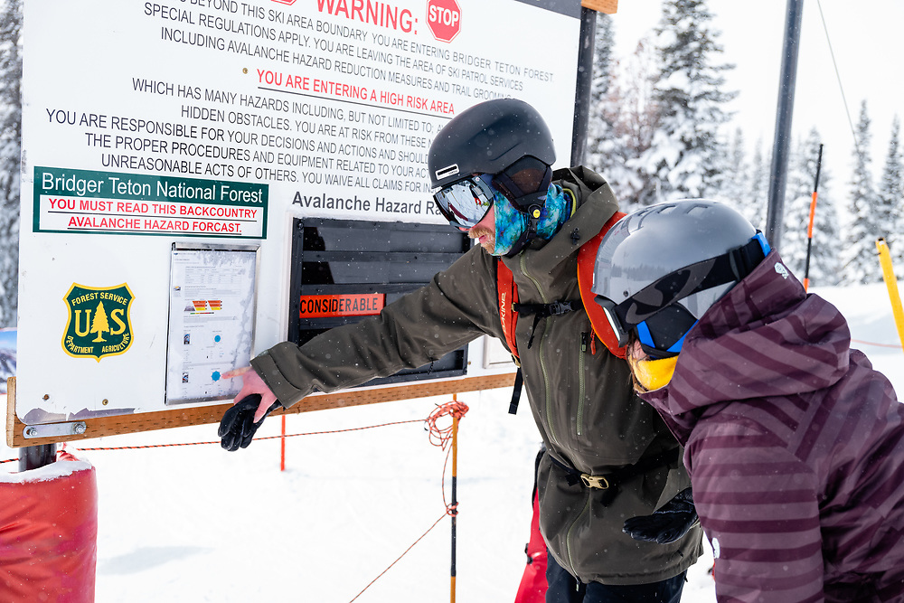 Two unprepared skiers look at a Considerable avalanche report and exit JHMR without proper knowledge or equipment.